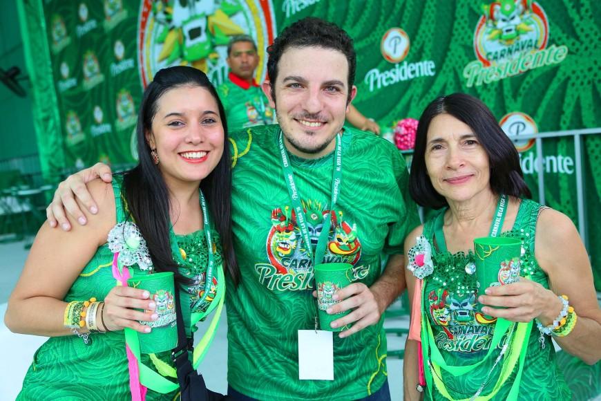18.-Natalia Lebrón, Andrés Gadala María e Isabel Fernández.