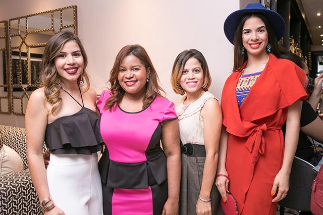 Laura Villamán,Angela Gil,July Guevara y Cristal de Moya
