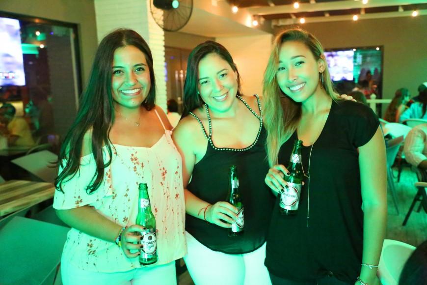 3 Sharina Fernández, Tess Amiel y Anabel Romero