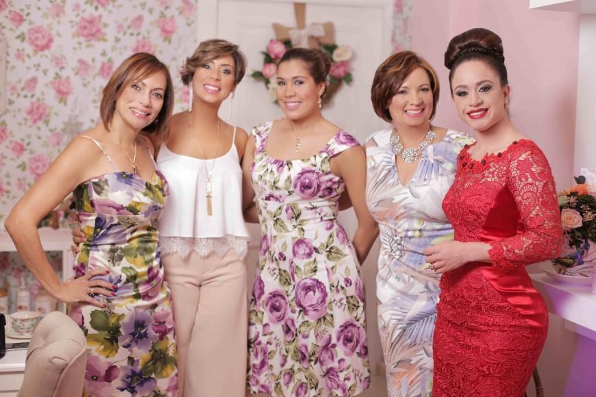 8. Oneida Adams, Marcelle Namnum, Laura Tejada, Miguelina Namnum y Alis Custodio (1)