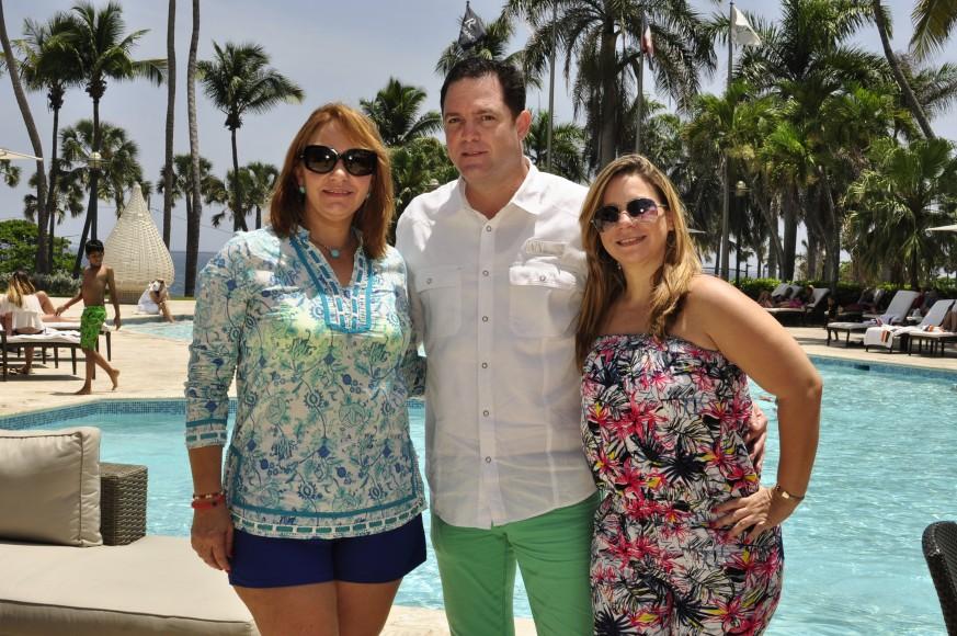 Giselle Tavarez, José Alvarez y María Teresa de Alvarez