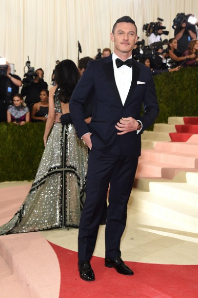 """NEW YORK, NY - MAY 02:  Luke Evans attends the """"Manus x Machina: Fashion In An Age Of Technology"""" Costume Institute Gala at Metropolitan Museum of Art on May 2, 2016 in New York City.  (Photo by Jamie McCarthy/FilmMagic)"""