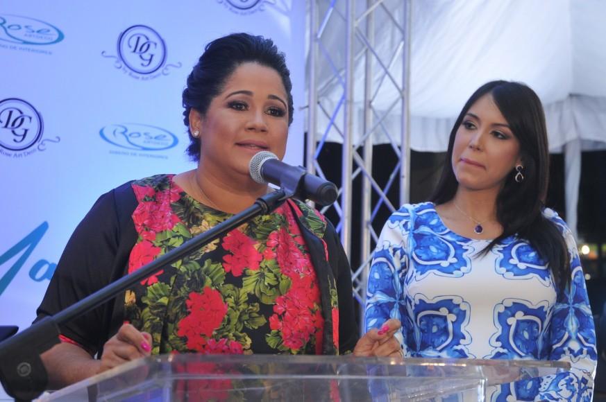 Rosa María De la Cruz y Sharmin Diaz