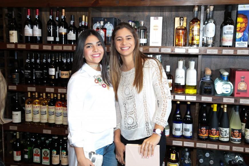 12 Nicole Betances y Noelle Herrera