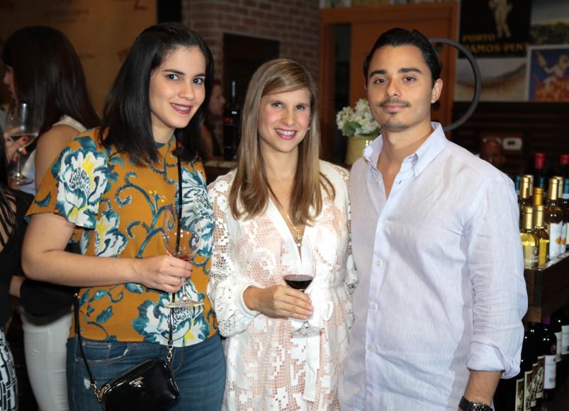 7 Carla Brache, María Amelia Marranzini y Marcelo Guzmán