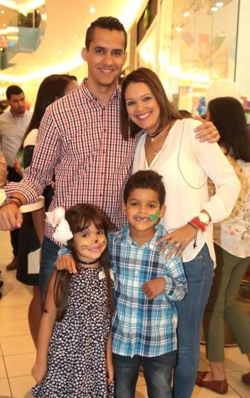 3 Cristian González, Patricia Rodríguez, Ámbar González y Cristian González Jr