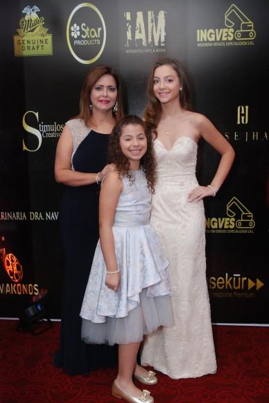 Amarilis Valera,Beatriz Machuca y Daniela Machuca