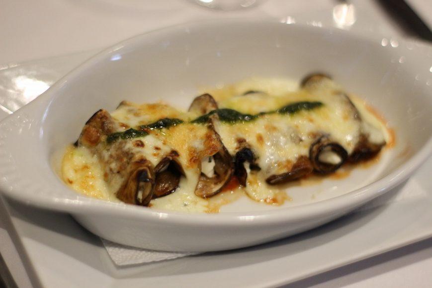 envoltini-de-berenjenas-con-queso-crema-al-graten