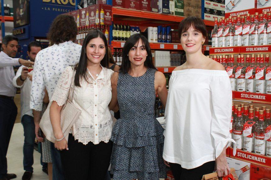 04 Claudia Defillo, Yesenia Blandino, Ayda Ripoll