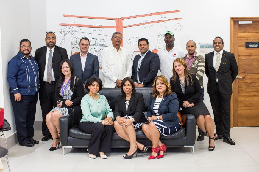 3-grupo-de-ejecutivos-asistente-a-la-telepresencia-con-altice-labs