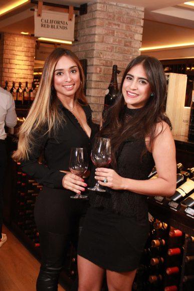 8 Laura Fatule y Denisse Troncoso JPG