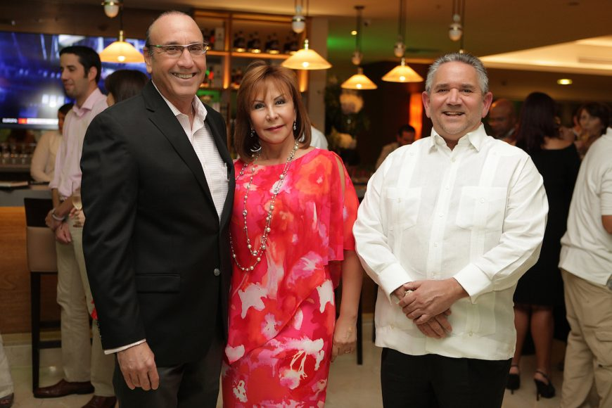 1 - Johnny Bernal, Marisela de Bernal y Roberto Henríquez