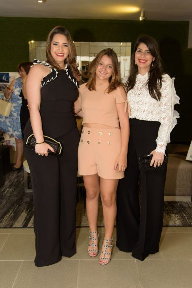 11. Lia Montas, Mariella Acebal y Giovanna VAsquez