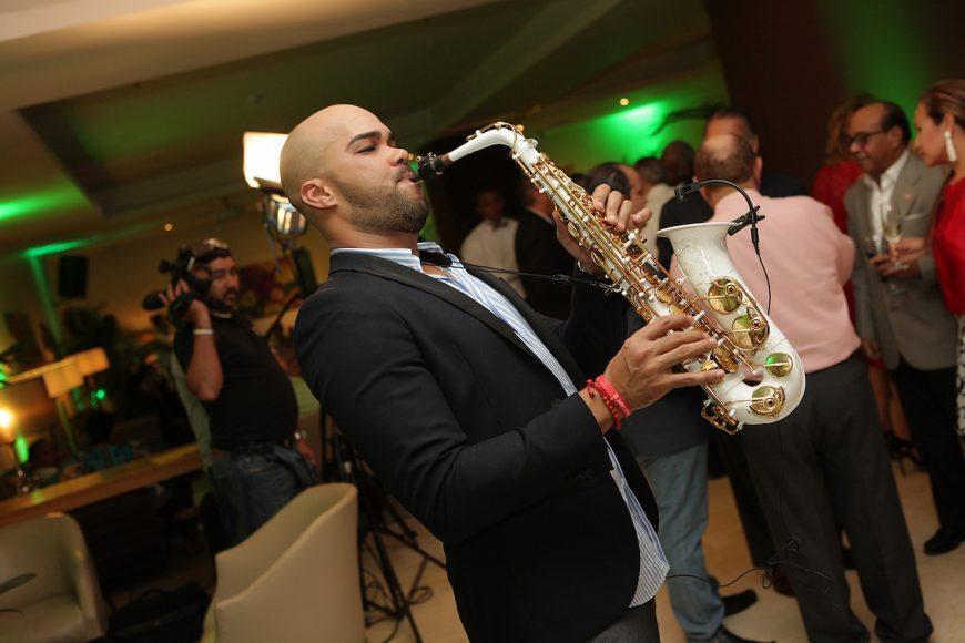 16 -Saxofonista
