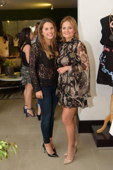 9.Carolina Quezada y Patricia de Quezada