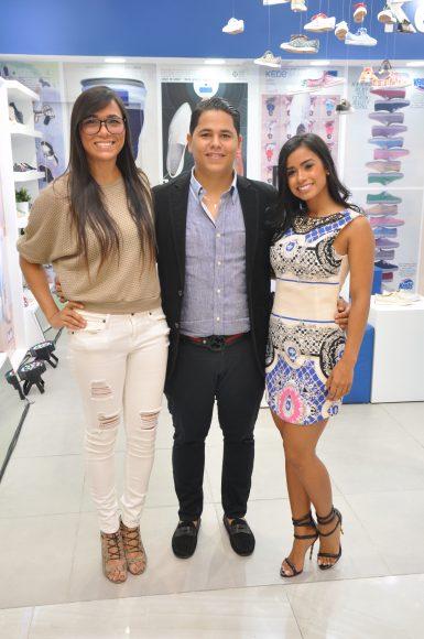 Foto Principal.- Clara Adams, Xavier Tejeda y Katherine Quero
