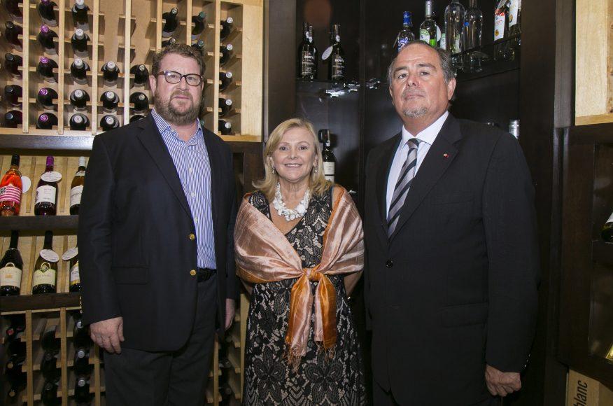 1 PRINCIPAL Andrew Brant, Cristina Castro, Embajadora de Argentina_ y Fernando Barrera Robinson, Embajador de Chile