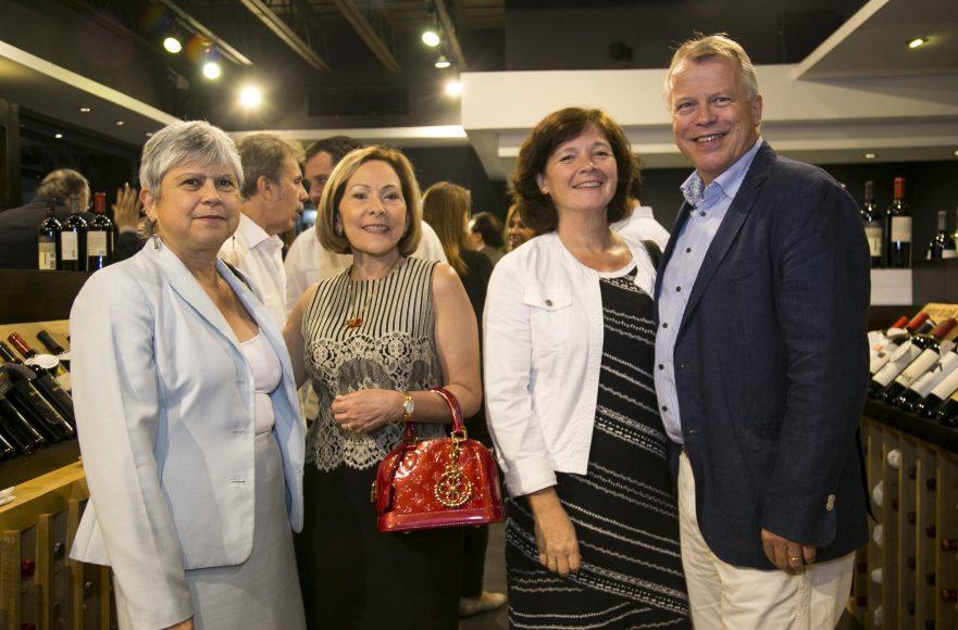 5 Embajadora de Costa Rica, Xinia Vargas_ Armidis Galán, Embajador de Suiza_ y Urs Schnider y su señora esposa.