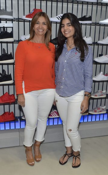 Foto 19 Elizabeth Tavarez y Michelle Guerra
