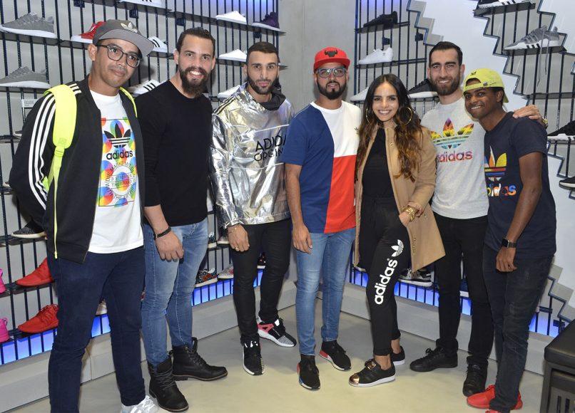 Foto 33 Oswald Quintero, acompañado de youtubers y fashion bloggers