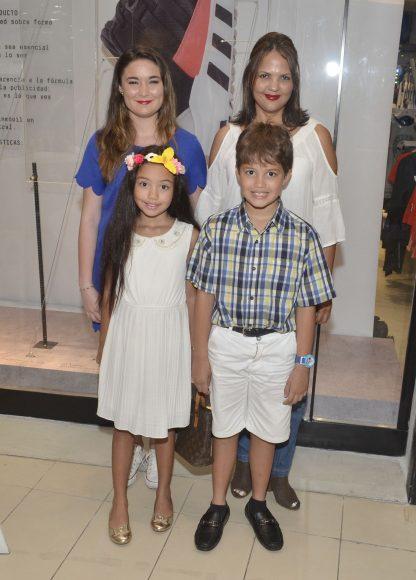 Foto 36 Mariana Díaz, Luisa Blanco Juntos a los Niños Luisa Virginia y Jean Luis Díaz