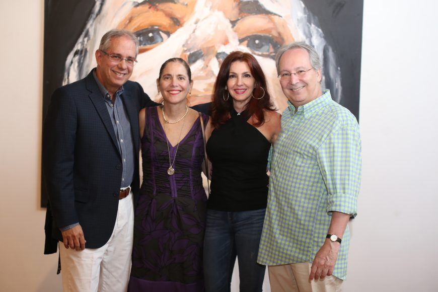5. David Paiwonsky, Astrid de Paiwonski, Camila Salinas y Alberto Salinas