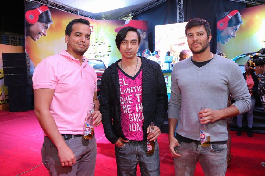 b. Gerald Betancourt, Efren Camargo y Xavier Castillo
