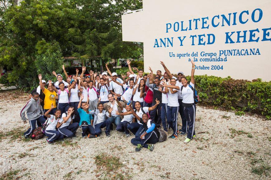4. Grupo del politecnico Ann y Ted Khee