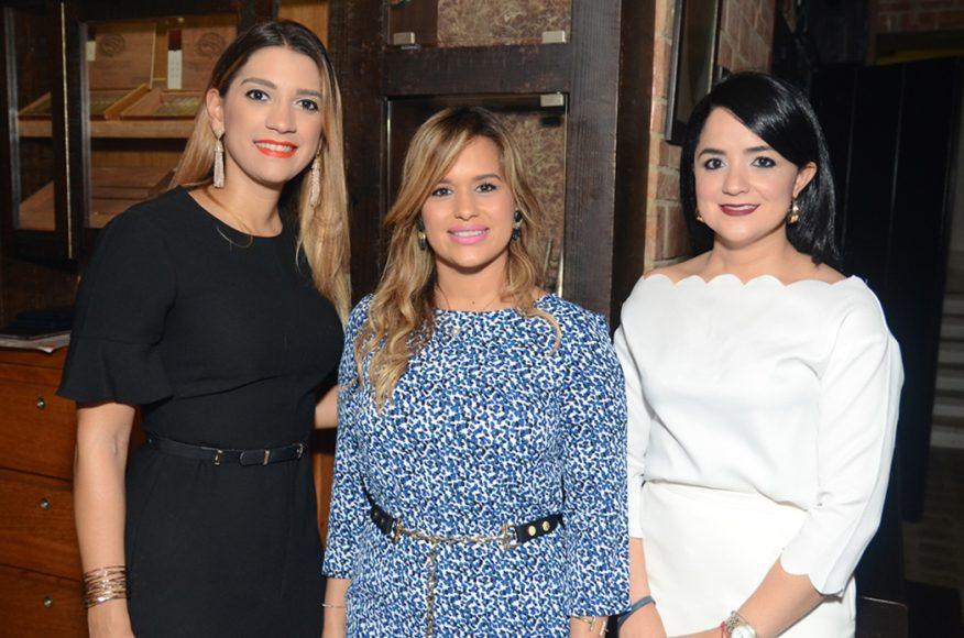 6. Sara Tió, Mariel Dominguez de Rodríguez y Kirsys Pérez