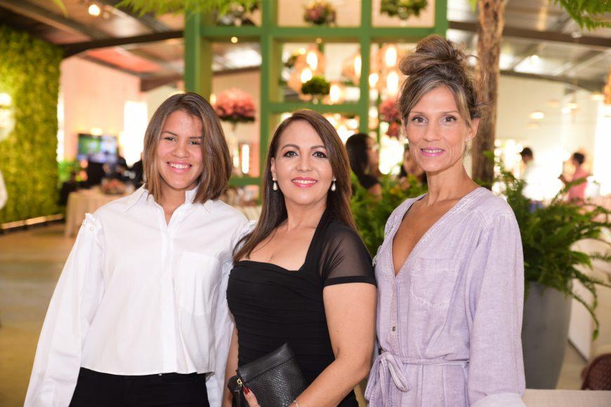 9. Natacha Mendéz, Arelis Hernández y Ana Thomen