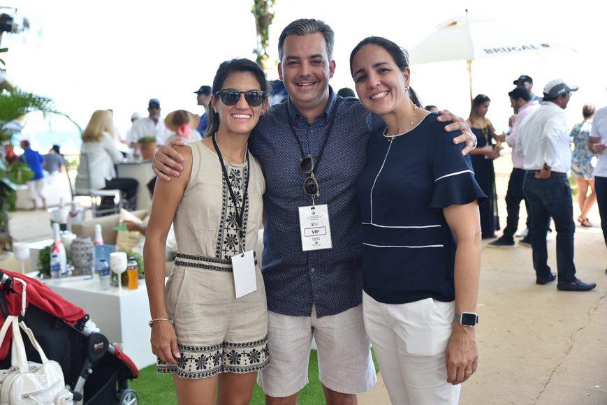 Claudia, Guillermo y Claudine Rodríguez