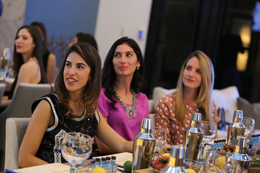 Cristina Macarrulla, Rachelle Villanueva y Gabriela Oller de Villanueva