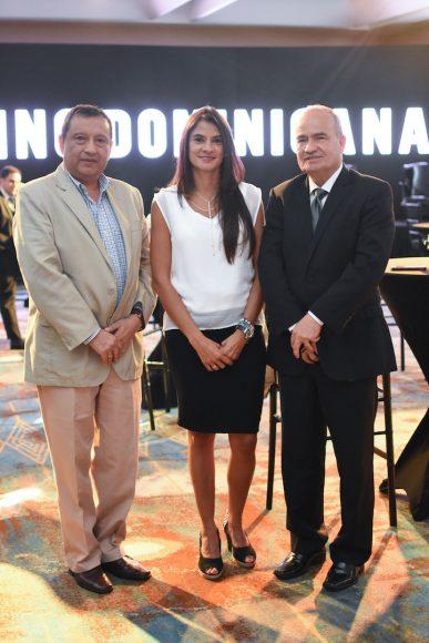 17. William Espinoza, Carolina Romero y César Monge