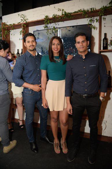 20 Nestor Torres, Mayi Aristy y John Torres