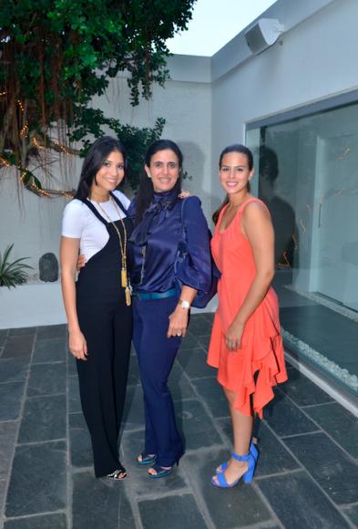 3. Gabrielle Bulos, Jhovanan Kawas Zuraik y Graciella Dietsch de Guzman