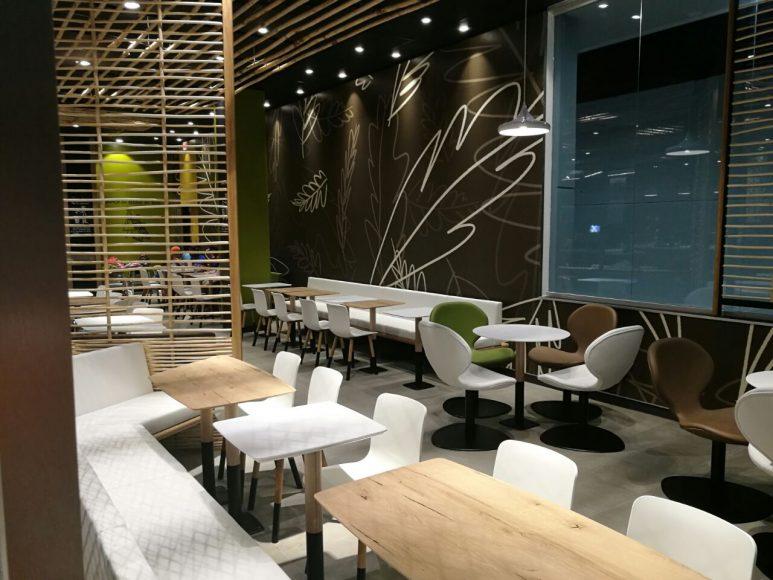Interior McDonalds Lincoln (1)