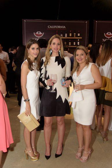 4 Natali Bencosme, CatalinaBermúdez y María Teresa Mejía