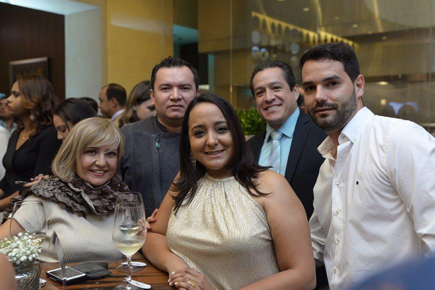 5. Carmen Borja, Víctor Mosqueda, Oscar Orbe, Yadandra Santana y Carlos Carrascosa