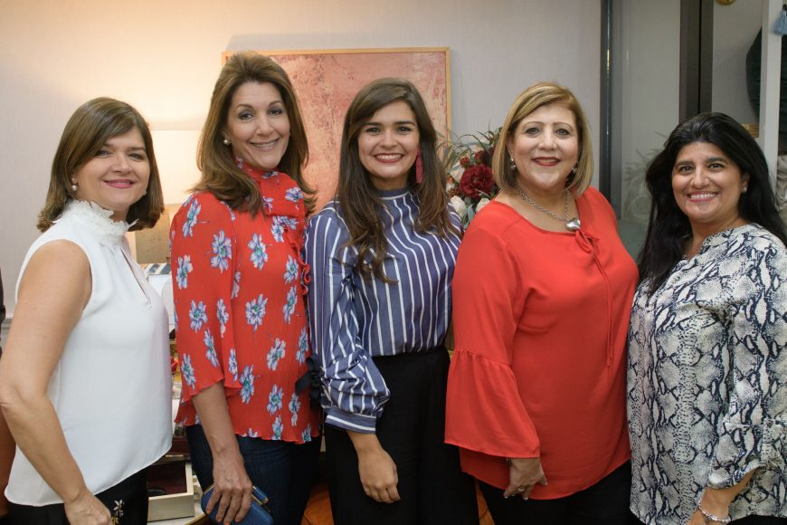 15 Azilde Elías, Loli Fernández, Coral Chávez, Dulce Ortíz y Marisabel Elías
