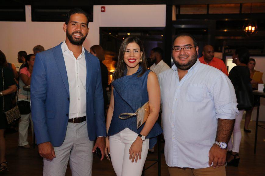 2. Carlos Andrés Baéz, Laura Villamán y FrankJoseph Hernández