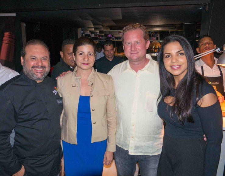 10.Leandro Díaz, Luisa Feliz, Gianluca Re Fraschini, Ines Paez (Chef Tita)