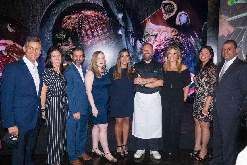 13.Juan Vicens, Ivette Cortés, Jorge Urgal, Wendy Soto, Victoria Naut, Chef Henry Horne, Evelyn Betancourt, Isis Báez, Pedro Báez