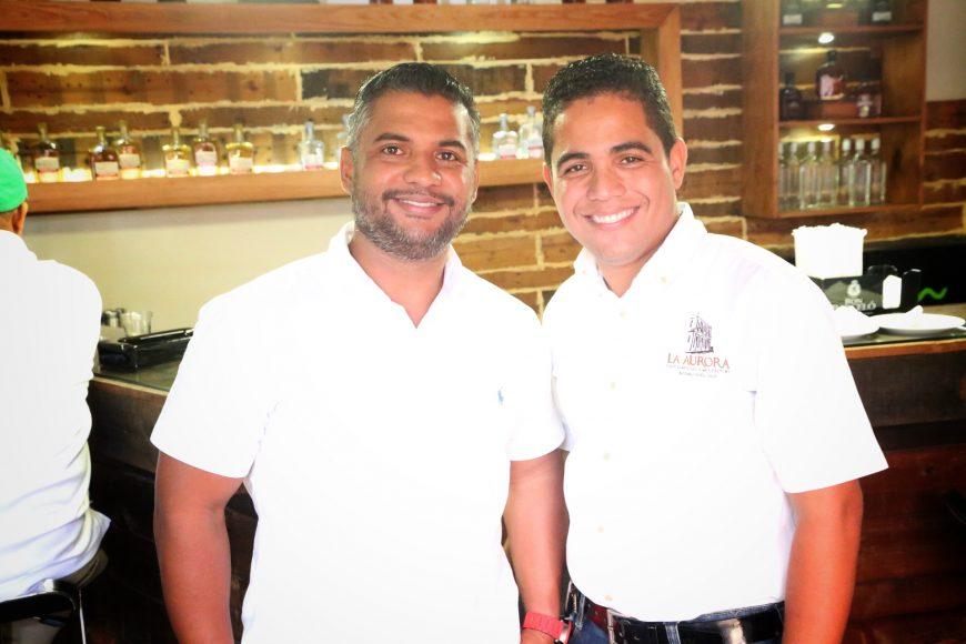 4. Carlos Atahualpa y Juanni Mendoza