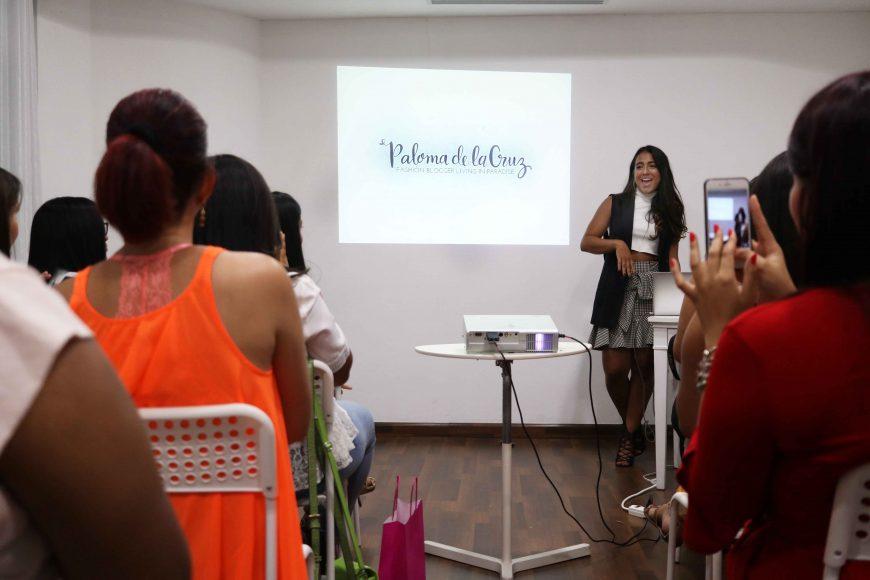 5. Paloma de la Cruz impartiendo el taller