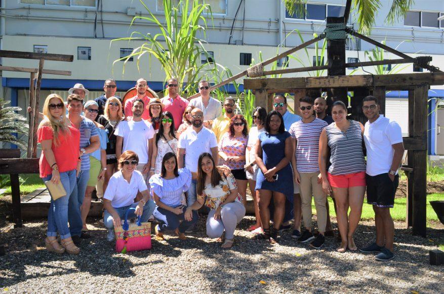 El grupo durante visita en Fábrica de Brugal