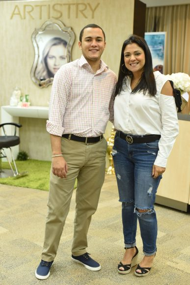 Omar Tejeda y Jennifer Hernández.