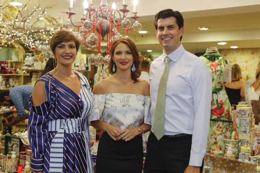 1. Cynthia Garate, Evelyn Fernández y Jeremy Fernández