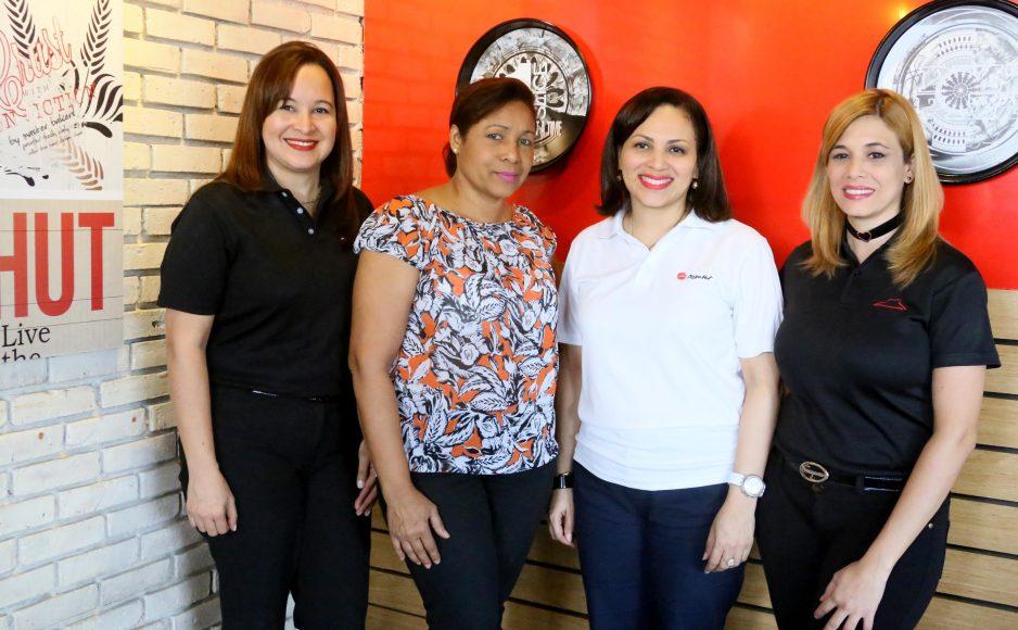 4 Adriana Escolástico, Lilin de los Santos, Haydee Rodríguez y Glenny Caba