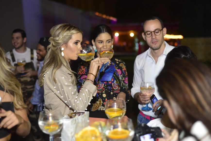 Danielle Barkhausen y Helen blandino disfrutan de Bombay
