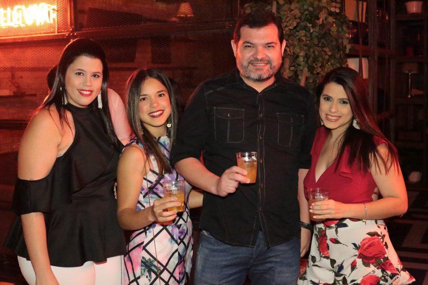 8.María Denisse Mejía, Liznette Bodden, Christian Saxton y Carla Consuegra